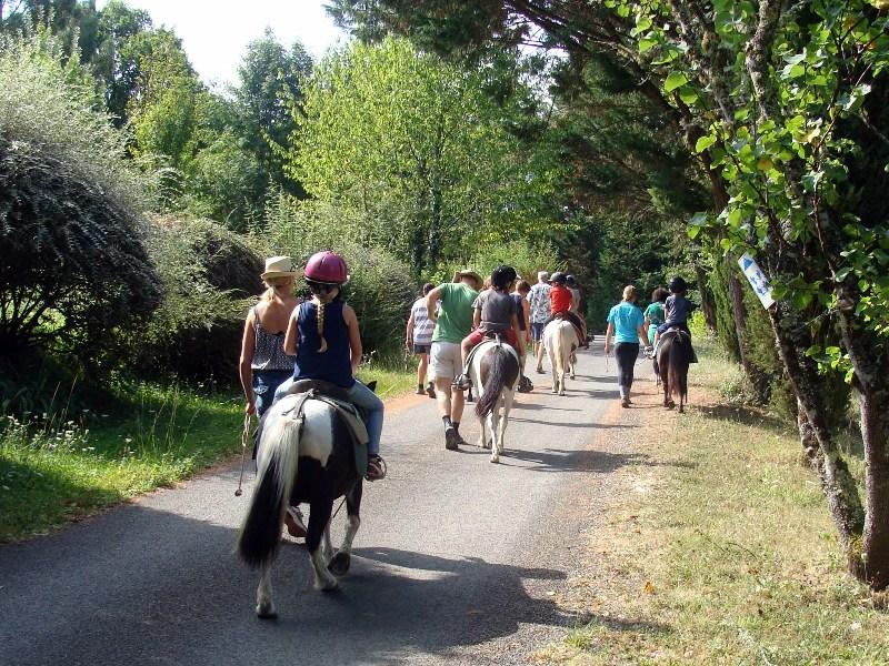 Balade à poney en Dordogne